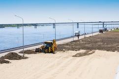 Reparación del terraplén del río Volga foto de archivo