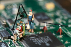 Reparación del trazado de circuito electrónico Fotografía de archivo libre de regalías