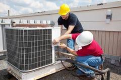 Reparación industrial del aire acondicionado Fotografía de archivo libre de regalías
