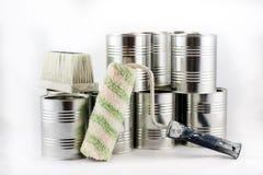 Reparación, pintura y brochas y latas de la pintura en una ISO blanca Foto de archivo libre de regalías