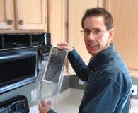 Reparación práctica del hogar del hombre Foto de archivo libre de regalías
