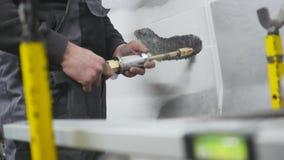 Reparación profesional de la carrocería con el equipo especial almacen de metraje de vídeo