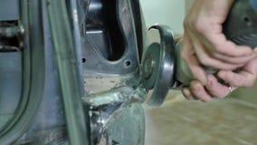 Reparación profesional de la carrocería con el equipo especial almacen de video
