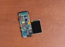 Reparación rota desmontada del teléfono celular Fotos de archivo libres de regalías