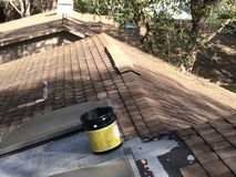 Reparaciones del tejado Fotos de archivo libres de regalías