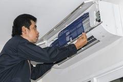 Reparadores del acondicionador de aire fotografía de archivo libre de regalías