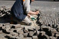 Reparando a estrada do tijolo fotografia de stock royalty free
