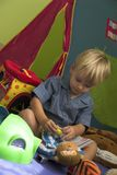 Reparando meus brinquedos! fotografia de stock royalty free