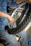 Reparando minha bicicleta Fotografia de Stock
