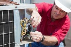 Reparando o compressor da C.A. Imagens de Stock Royalty Free