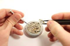Reparando o relógio de pulso Foto de Stock