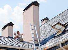 Reparando o telhado Fotos de Stock Royalty Free