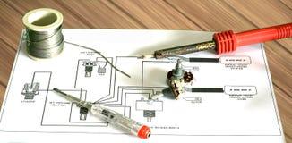 Reparatie elektrische gitaar royalty-vrije stock afbeelding