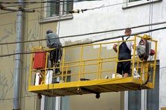Reparatie en restauratie van een voorgevel van een gebouw in de stad Royalty-vrije Stock Fotografie