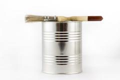 Reparatie, het schilderen en verfborstels en verftin op een witte ISO Stock Foto's