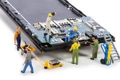 Reparatie usb schakelaar in smartphone Stock Afbeeldingen