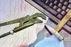 Reparatie van computerapparatuur, elektronische raad stock afbeelding