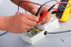 Reparatie van de elektrische contactdoos Stock Foto's