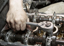 Reparatie van de motor. Stock Foto