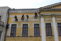 Reparatie van de voorgevel van een historisch gebouw Royalty-vrije Stock Afbeeldingen