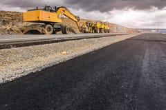 Reparatie van een weg na een onweer Door zware machines stock foto's