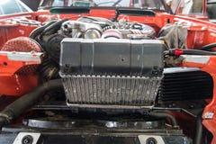 Reparatie van oude auto in de garage Royalty-vrije Stock Fotografie