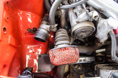 Reparatie van oude auto in de garage Royalty-vrije Stock Afbeeldingen