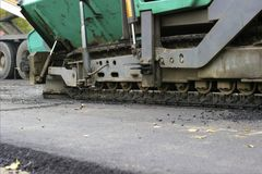 Reparatie van wegen in de stad Stock Afbeeldingen