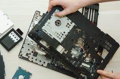 Reparatielaptops, het close-up van computerdelen royalty-vrije stock afbeelding