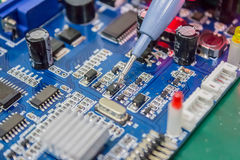 Reparation av datorer och elektroniska mäta parametrar arkivbilder