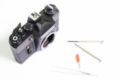 Reparation av den gamla kameran Arkivfoton