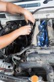 Reparation av högtryckbränslepumpen Arkivfoto