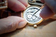 Reparation av klockor Arkivbild