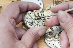 Reparation av klockor Fotografering för Bildbyråer
