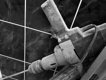 Reparation - en stor drillborr eller blandare för murbruk royaltyfri fotografi