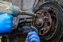 Reparation för auto mekaniker arkivfoto