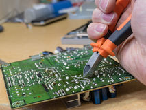 Reparation för elektronisk strömkrets arkivfoton