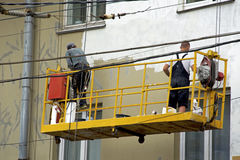 Reparation och återställande av en fasad av en byggnad i staden Royaltyfri Fotografi