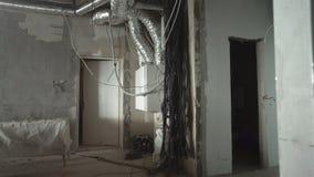 Reparation och lägga av elektriska trådar i lägenheten lager videofilmer