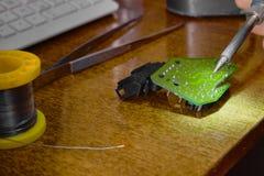 Reparation och utbyte av den elektroniska apparaten för elektroniska delar royaltyfri fotografi