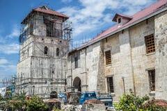 Reparationen efter jordskalvet, Baclayon gammalt catolic fördärvar i den Bohol ön, Filippinerna arkivbilder