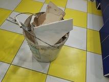Reparationskonstruktion och konstruktionsavfalls på golvet fotografering för bildbyråer
