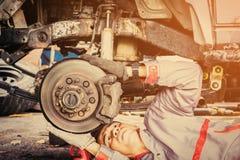 Reparatur der Bremse des Autos lizenzfreies stockfoto