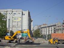 Reparatur der Straßendecke auf einem der Quadrate von Charkiw Lizenzfreies Stockbild