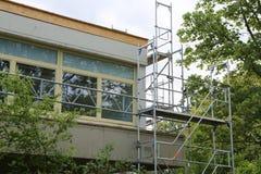 Reparatur des Gebäudes, Baugerüst stockbild