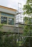 Reparatur des Gebäudes, Baugerüst lizenzfreies stockbild