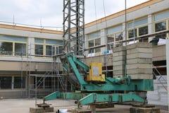 Reparatur des Gebäudes, des Kranes und des Baugerüsts stockbilder