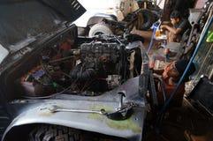 Reparatur des Jeeps Lizenzfreie Stockfotografie