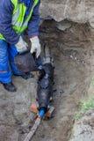 Reparatur des mit Blei überzogenen Service-Kabels, Isolierungszusammenbruch Stockfoto