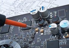 Reparatur einer Computermontagezahlung Lizenzfreies Stockfoto
